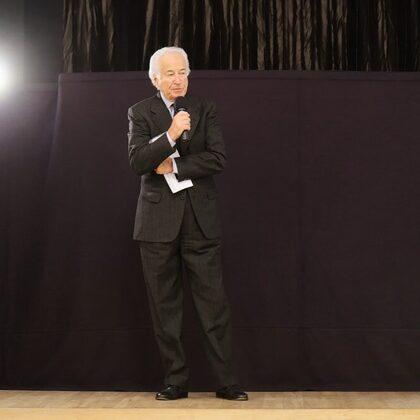 Il Presidente Eduardo Szego inaugura la serata con un benvenuto ai partecipanti.