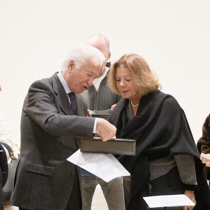 Eduardo Szego con Cristina Majno, in rappresentanza del marito Aldo Majno, vicepresidente