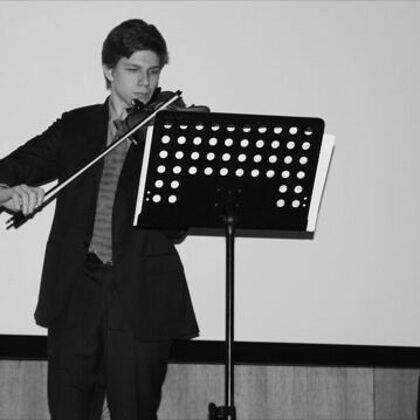 Francesco durante l'esibizione