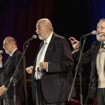 Il trio con i bassi Alberto Vigevani e Mauro Mauri e il tenore Nino Giagnoni